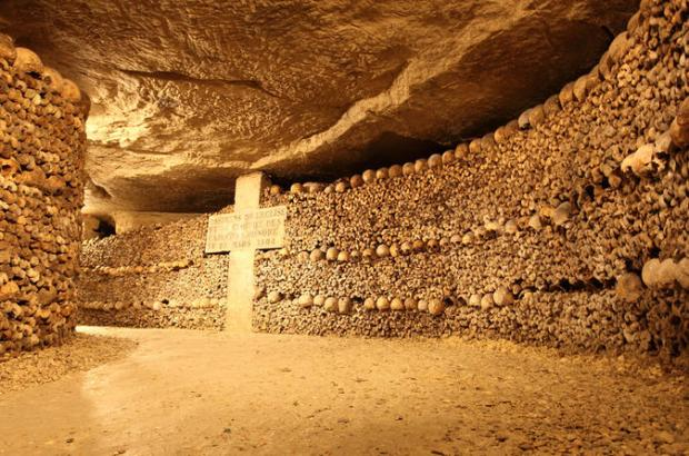 small-group-paris-catacombs-tour-in-paris-147943